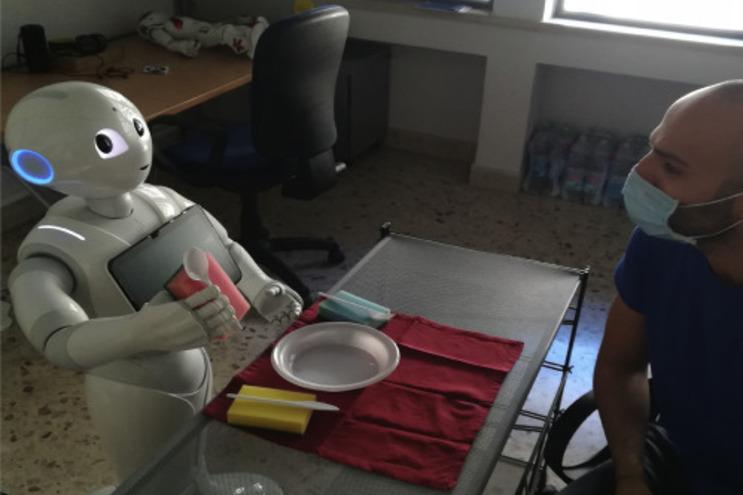 """Robô Pepper """"pensa alto"""" para melhorar a interação com humanos"""