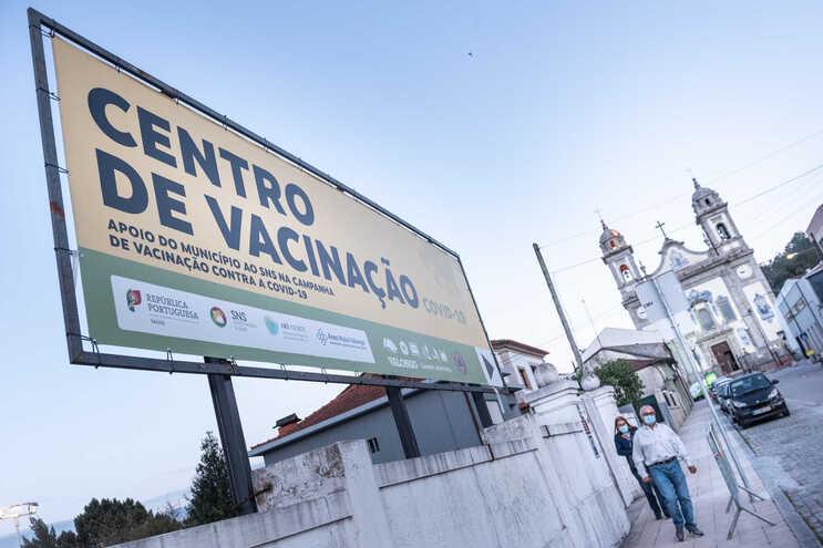 Utentes ficaram retidos quatro horas no centro de vacinação em Valongo