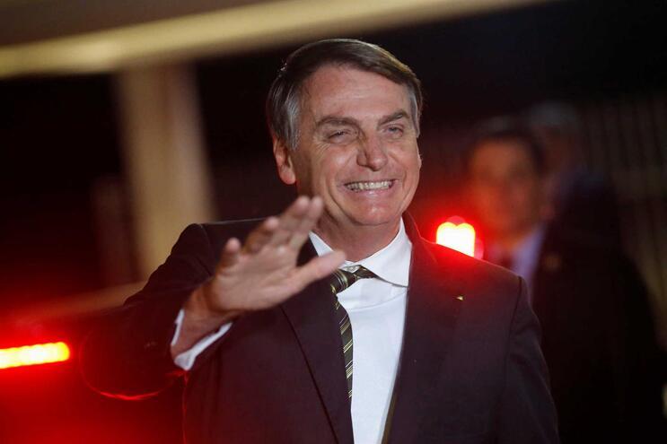"""""""Discussão entre marido e mulher"""". Bolsonaro fica no partido e afasta crise"""