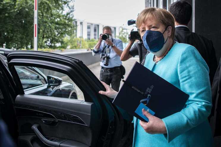 Merkel diz que os novos casos vão duplicar em duas semanas