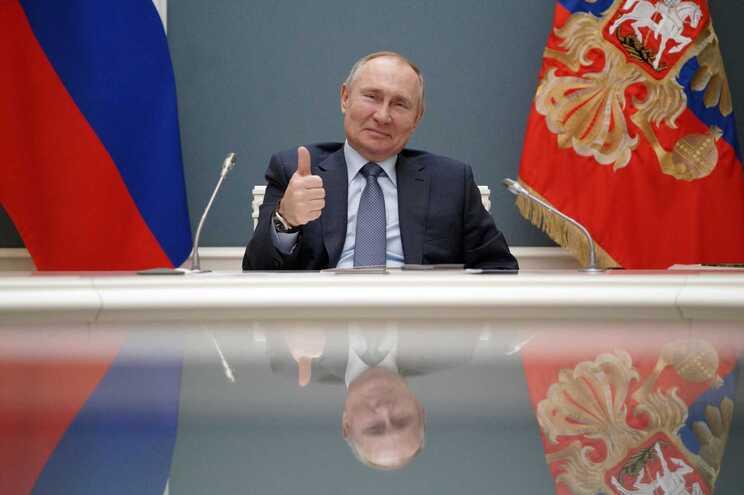Moscovo já reagiu ao relatório, negando as acusações de interferência nas eleições norte-americanas