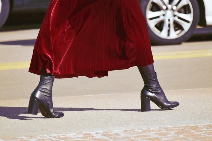 """Mulheres usavam roupas de marcas como uma """"camuflagem"""" em bairros ricos de Espanha"""