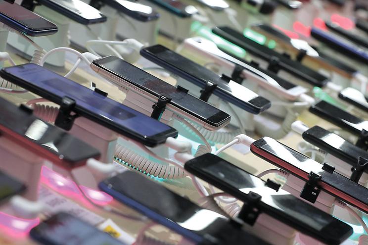 Sacam dez milhões  ao Estado com fraude no IVA de telemóveis