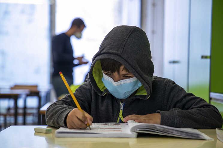 Os impactos negativos do ensino à distância foram confirmados pelos resultados dos testes realizados