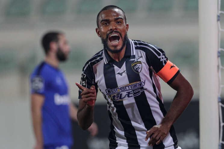 O jogador do Portimonense, Dener, festeja o golo contra o Belenenses SAD