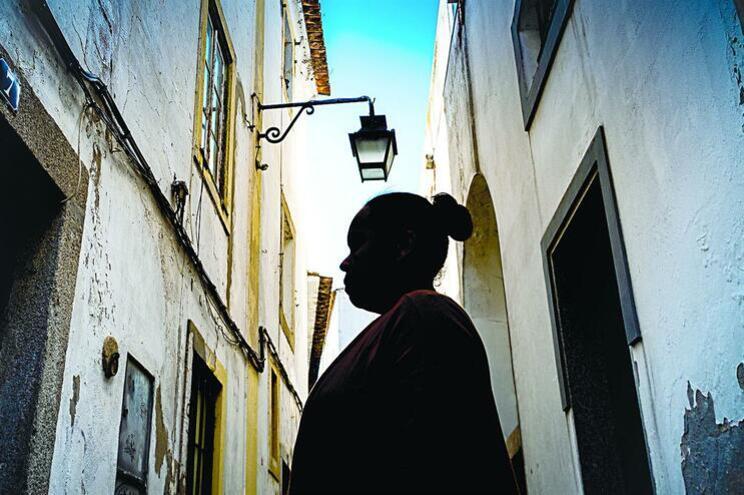 Prática comum em países africanos é crime em Portugal desde 2015
