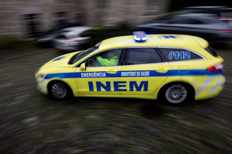 O INEM esteve no local com uma ambulância e uma VMER