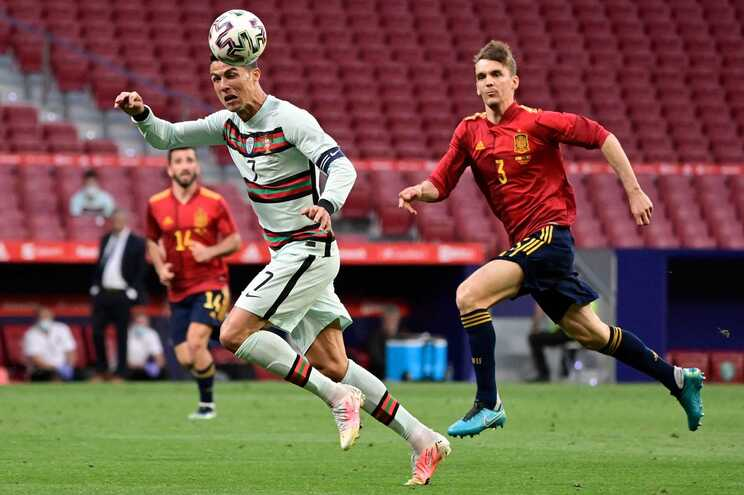 Diego Llorente no jogo com Portugal