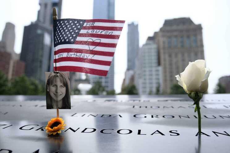 "Memorial no ""Ground Zero"", edificado no local das Torres Gémeas, na cidade de Nova Iorque"