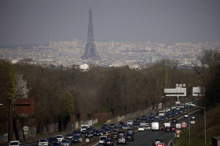 Polícia francesa investiga alegada presença de ministros em festas ilegais