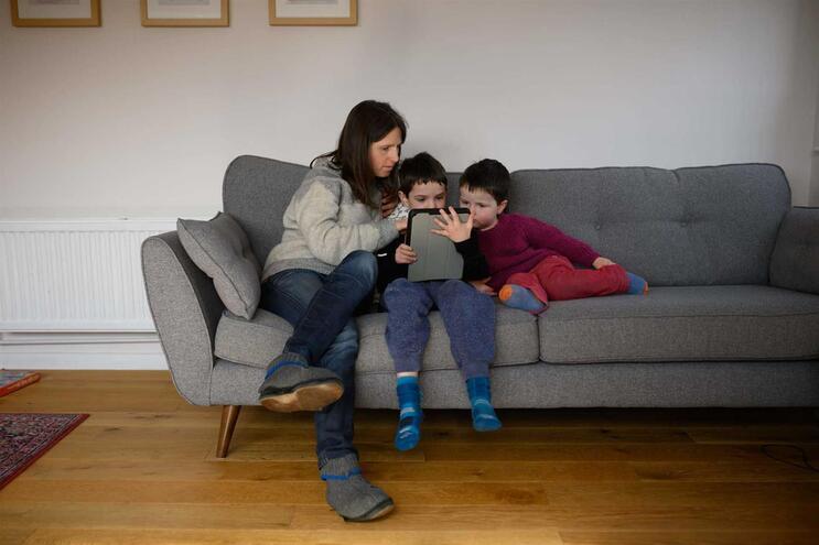 As crianças devem sair de casa e ir passear por curtos períodos de tempo