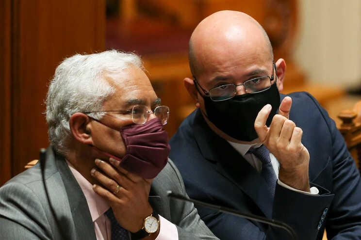 Primeiro-ministro, António Costa, e ministro das Finanças, João Leão