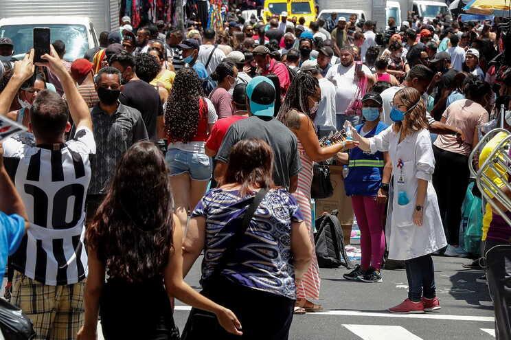 A mutação surgiu na Amazónia, onde o número de internamentos por conta do vírus explodiu nas últimas