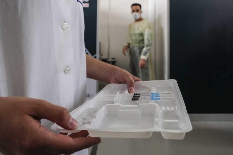"""Alguns centros de saúde só vão vacinar dois dias por semana, admite """"task force"""""""