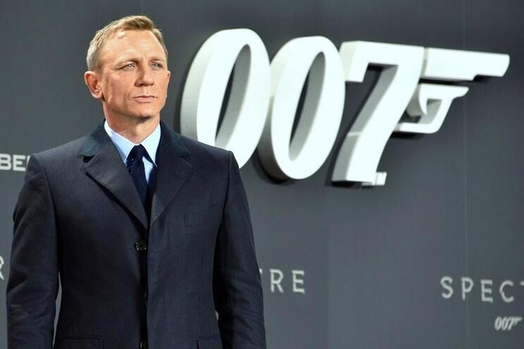 Daniel Craig permanece na pele de James Bond