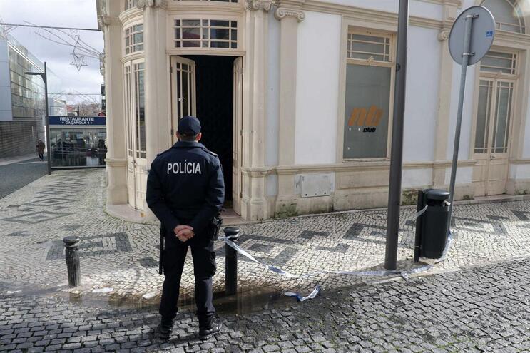 Homem disparou mais de 10 tiros à porta de discoteca na Figueira da Foz