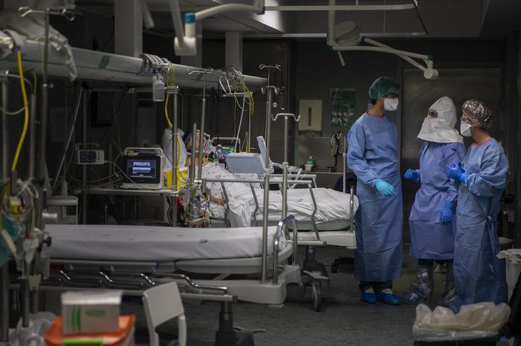 Mais quatro mortos e 425 novos casos de covid-19
