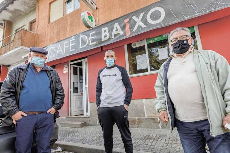 António Sousa, Gabriel Carvalho e Aurélio Martins acreditam que o Café de Baixo não vai voltar a encerrar