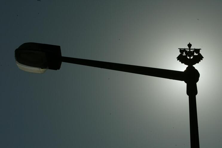 EDP condenada a pagar milhões por uso abusivo de poste de luz
