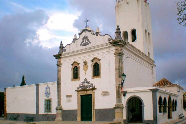 Intervenção está a ser feita pela equipa de conservação e restauro do município