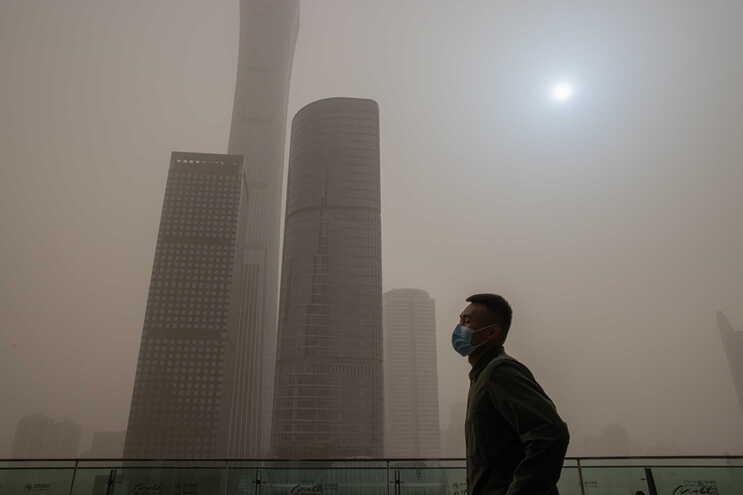 As autoridades chinesas reduziram as ligações aéreas com o exterior