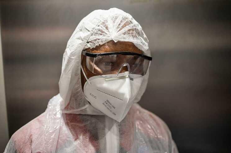 A nova variante sul-africana do novo coronavírus, nomeada 501Y.V2, não acompanha uma maior taxa de morbilidade