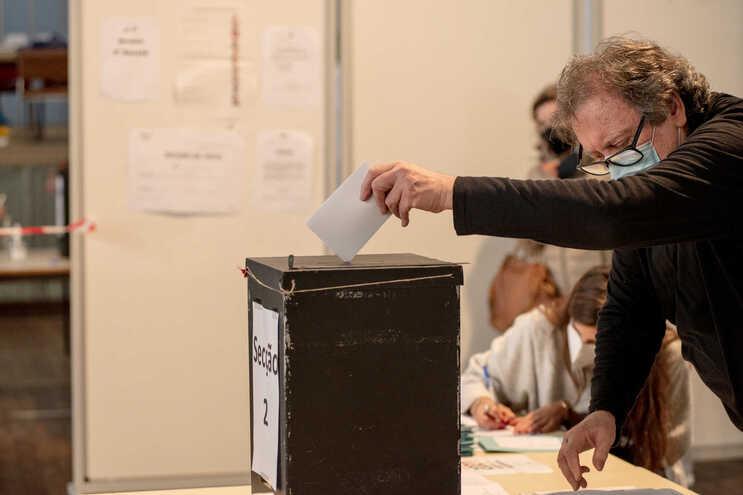 A importância atribuída às eleições autárquicas aumenta com a idade, de acordo com dados da sondagem