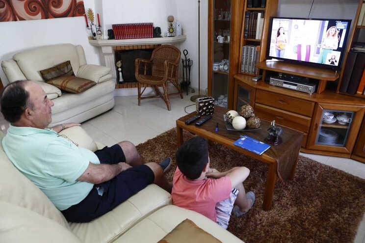 Como funcionam os apoios para os pais que ficam em casa?