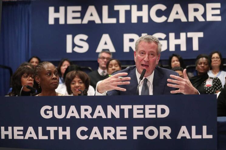 Autarca de Nova Iorque na apresentação do programa de acesso a cuidados de saúde