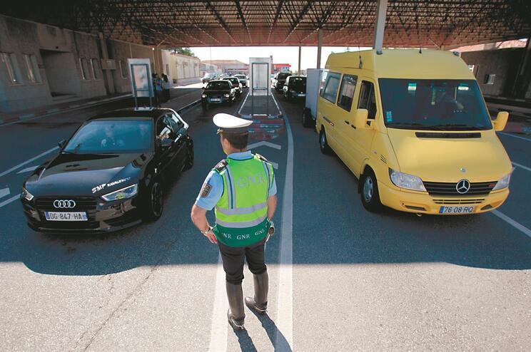 Governo garante que regresso de emigrantes por via terrestre será possível