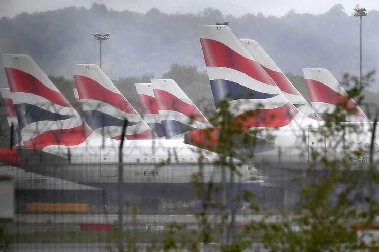 Reino Unido levanta quarentena aos britânicos vacinados que viajem de Portugal