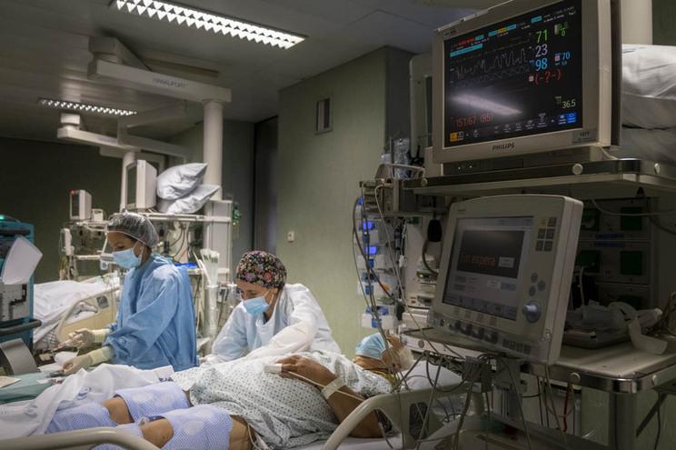 Cuidados intensivos do Hospital de São João, no Porto