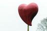 Obra de Joana Vasconcelos, em Paris, representa um coração e é inaugurada esta quinta-feira em Paris