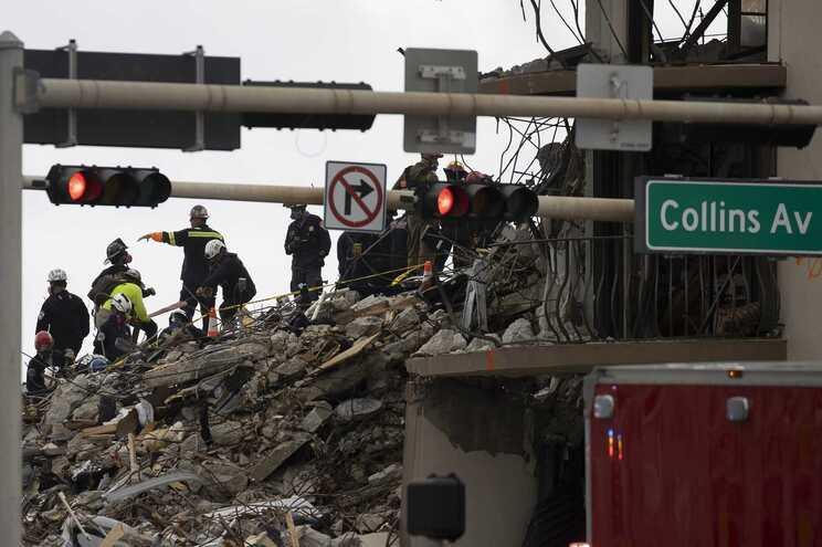 O número de desaparecidos pelo colapso é para já de 150, enquanto as pessoas encontradas vivas são 136