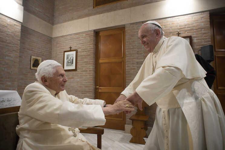 Papa Francisco e papa emérito Bento XVI