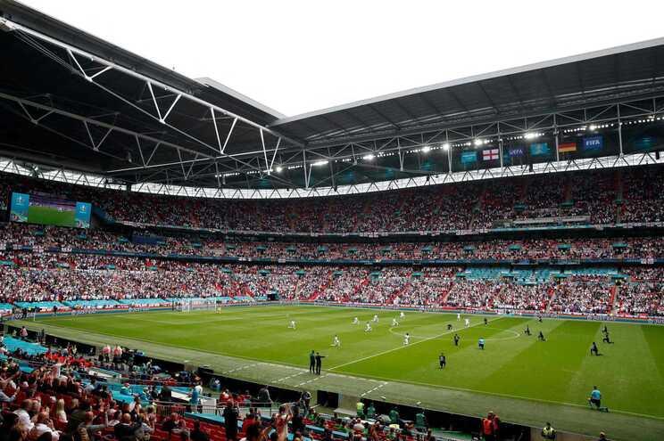Oito equipas lutam sexta-feira e sábado por uma vaga nas meias-finais em Wembley
