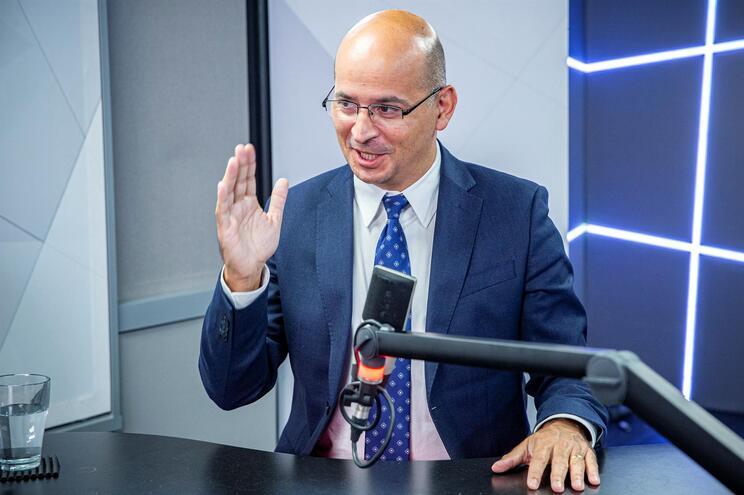 Gabinete do ministro João Leão negou favores à EDP em comunicado emitido poucos minutos antes das 6 horas