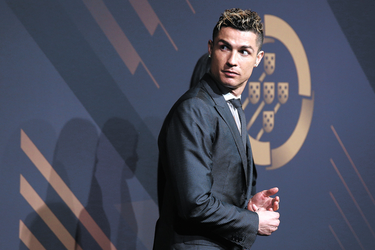 Ronaldo confiou cartão de crédito e código a agente de viagens, que o enganou durante três anos