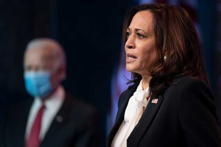 Kamala Harris, que foi adversária de Biden nas primárias, vai ser a primeira mulher vice-presidente dos