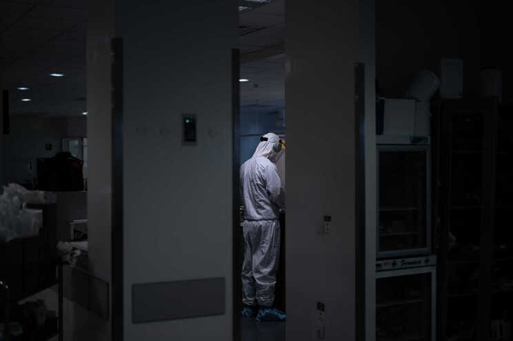 Nenhum enfermeiro aposentado foi contratado até agora para reforçar o Serviço Nacional de Saúde