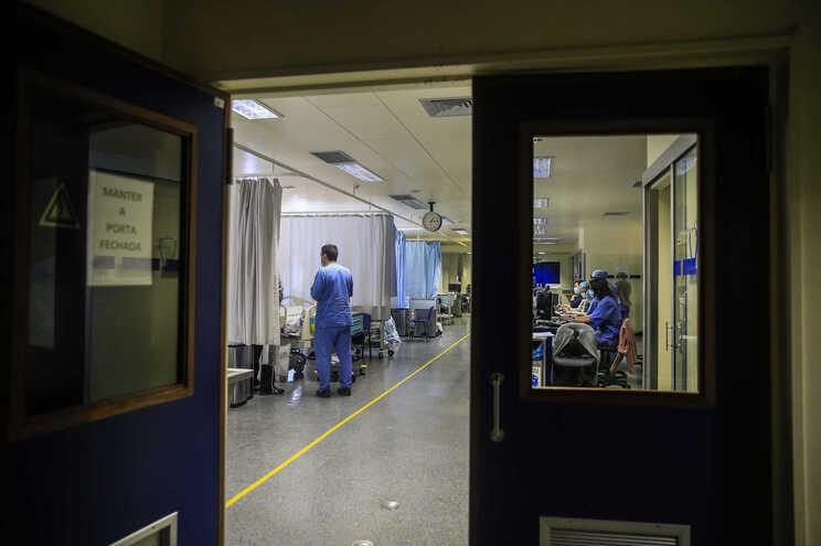 Mais 1233 casos de covid-19, 65% em Lisboa e Vale do Tejo