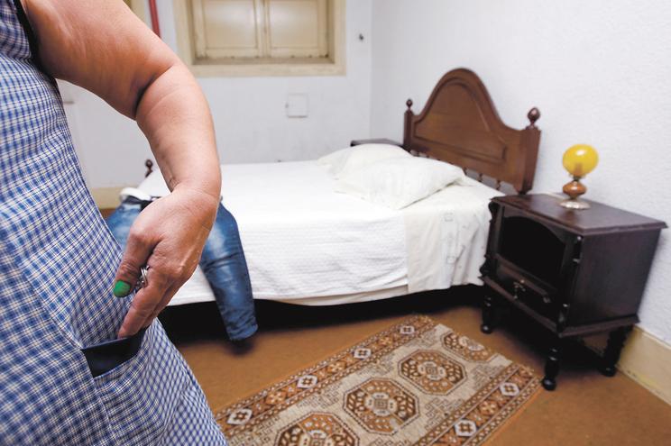 Pequenos quartos são arrendados a mais de 40 euros por dia nas cidades no Porto e Lisboa
