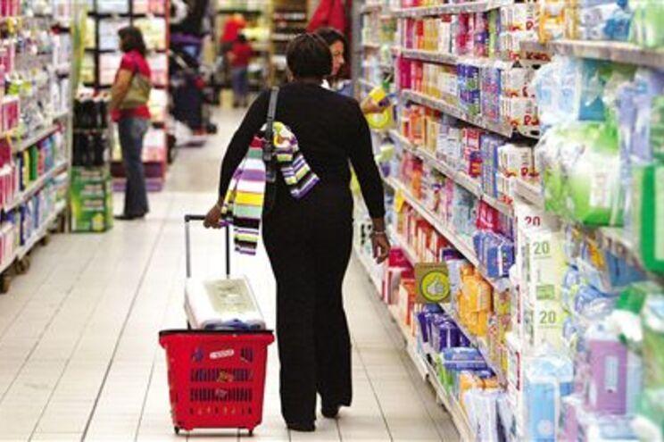 Hipermercados que vendam bens proibidos não serão multados