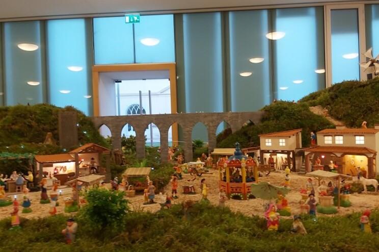 Numa área de 50 metros quadrados, Filipe Ferreira recria a Natividade com mais de mil de figuras de barro