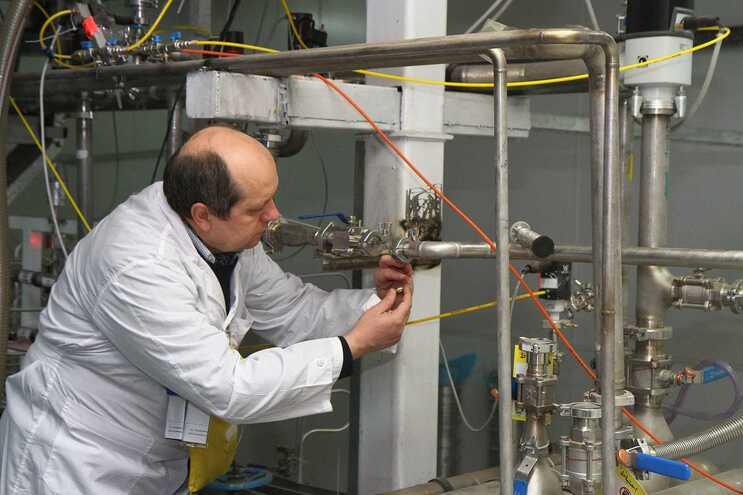 Inspetor da AIEA numa instalação a 300 quilómetros de Teerão