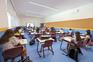 Janelas e portas abertas são regra na sala de aula