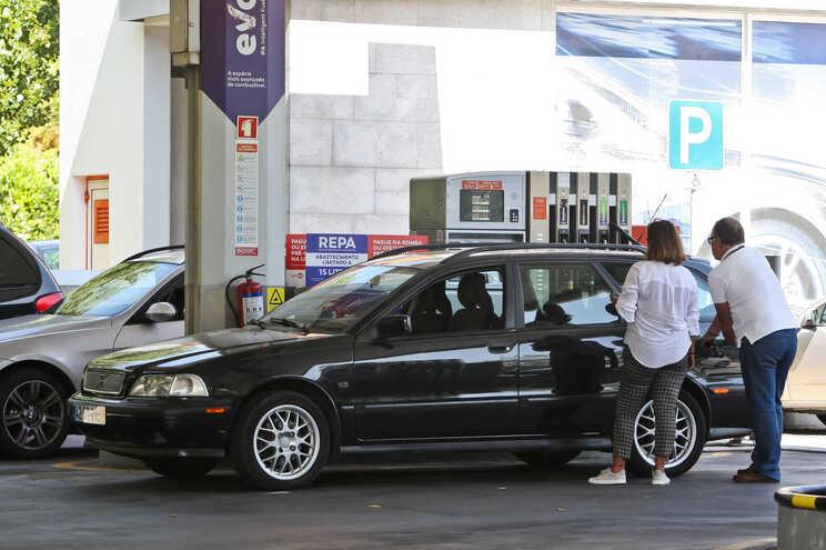 Preços do gasóleo e gasolina sobem pelo quinto mês consecutivo