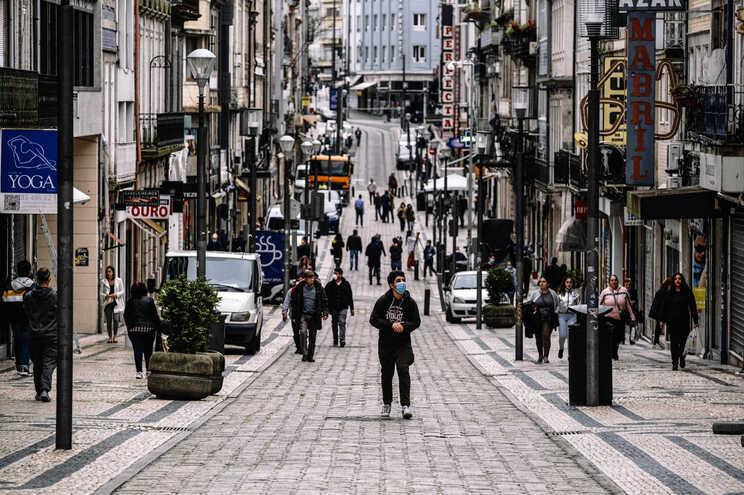 Estudo europeu concluiu que os portugueses eram dos que tinham menos medo da pandemia