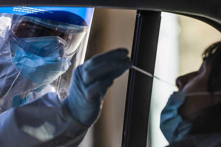 No total, houve 2.414.166 casos de infeção de covid-19 desde o começo da crise sanitária