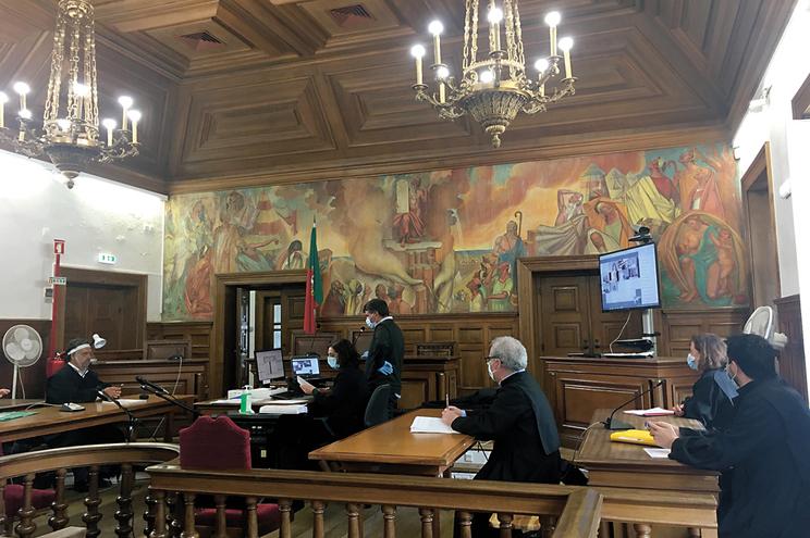 Advogados e magistrados contra reabertura em maio